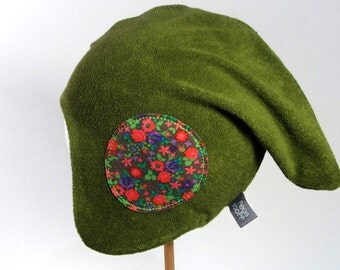 Reversible hat with flower