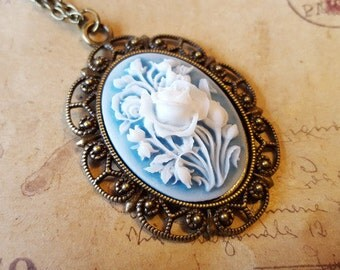 Blue/white flower cameo necklace ~ bronze ~.