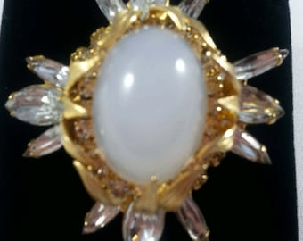 EXQUISITE Unsigned Domed Brooch