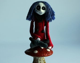 Figurine / Stop Motion Animation Miniature Puppet Of Fantasy Gothic Girl (Lyra)