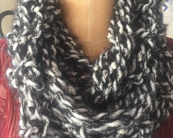 Closed/scarf and white Handmade wool collar made in Italy