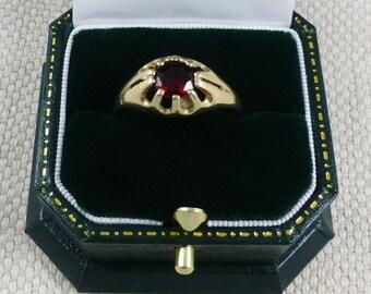 Gents Garnet 9ct Gold Ring - garnet ring, gents ring, 9ct gold ring, vintage garnet ring, gents garnet ring