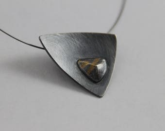 Collier chased gold oxidized with Frost