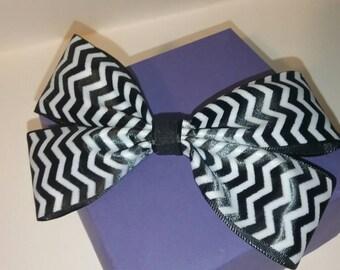 Black and white zig zag ribbon hair bow