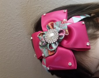 This headband is hand made for every girl that dream to be a princess.