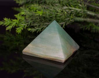 Pyramid Shaped Natural Stone Green Aventurine