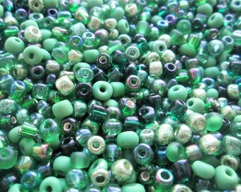 50g 6/0 Seed Bead Mix/Seed Beads, Green- SKU 6 002 (only pay postage on the first item in an order)