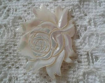 Vintage mother of pearl rose pin.perfect addition to any bouquet or corsage. Sweet as is.great for a rose lover.