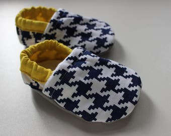 Soft sole baby shoes booties chevron boy shoes girl shoes baby gift chevron booties chevron crib shoes navy blue shoes