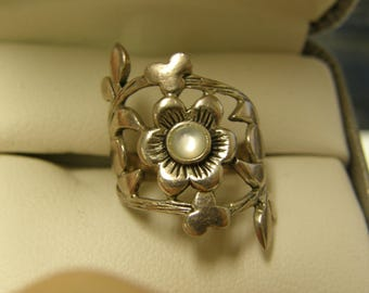 Vintage Floral Mother Of Pearl Sterling Silver Ring- Size 6