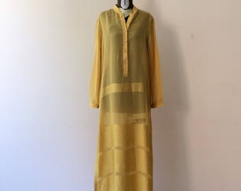 Sheer caftan embroidered yellow viscose blend. Vintage years 80. Size U