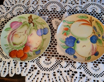 Vintage Thames fruit themed wall hanging plates, Japan.