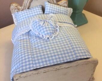 Miniature 1/12 scale bedding for a dollshouse