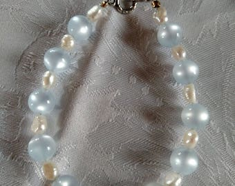 blue cats eye bead and freshwater pearl bracelet