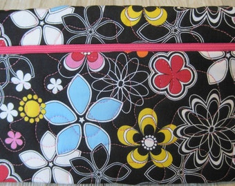 Retro Flowers Zippered bag - Zippered Pouch - Quilted Bag - Cosmetic Bag - Travel Bag - Project Bag - Gadget Bag
