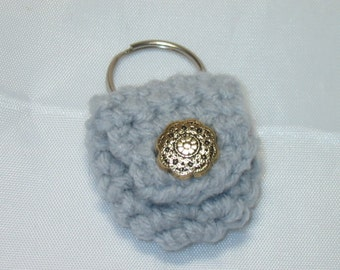 Crochet keychain Coin Cozy, coin holder, coin pouch, mini purse, coin purse, ring holder  -Light Grey with Gold Button