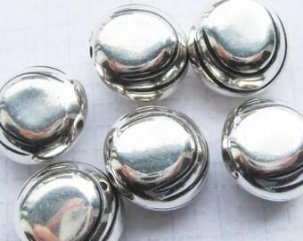 metalised plastic 15mm round silver beads x 6 destash