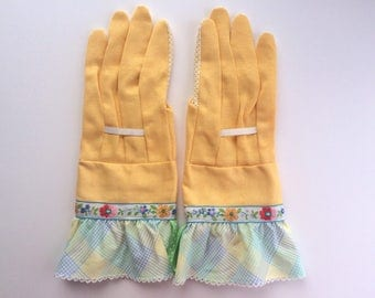 Designer Garden Gloves - As seen in Better Homes and Gardens DIY Magazine and Mother Earth Living Magazine - Flowers and Ruffle
