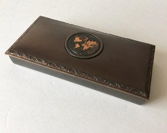 Hyde Park Cork Lined Cigar Box Humidor with World Map Emblem