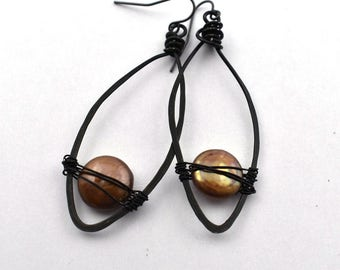 Bronze coin pearl wired in hammered steel earring