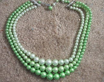 green triple stand vintage necklace