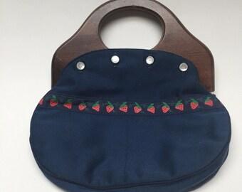 Vintage Wood Handle Clutch Purse Strawberry Daisy bermuda bag