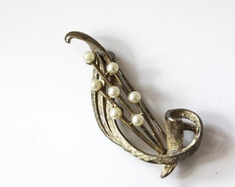 1950s brooch with pearls, mid century modern jewelry.