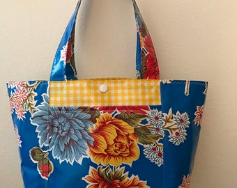 Beth's Medium  Mum Oilcloth Tote Bag with Exterior Pockets