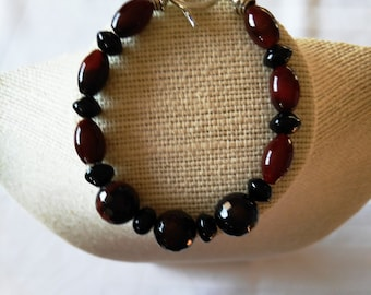 Red Agate Beaded Bracelet, Red and Black Bracelet, Red and Black Classic Bracelet, Artisan Bracelet, Gemstone Jewelry, Agate Jewelry, Woman