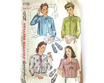 1940s Vintage Sewing Pattern - Simplicity 4756 - Misses' Lace Trimmed Bed Jacket and Slippers / Bust 32