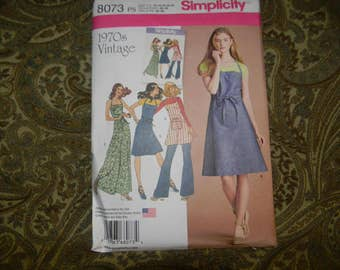 New Simplicity Pattern 8073 Apron Reproduction From the 1970's Size 4-12