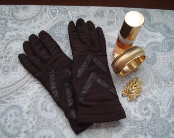 Ladies Isotoner Gloves, Isotoner Warm-ups by Aris, One Size Fits All, Brown Nylon Gloves With Leather Trim, Stretchy, Chocolate Brown