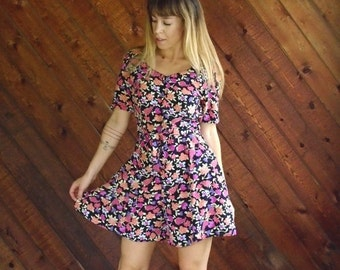 extra 30% off sale . . . Bright Floral s/s Romper Playsuit Onesie - Vtg 90s - XS/S