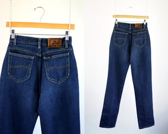 Vintage LEE High Waist Medium Wash Tapered Leg Sexy Curvy 70's / 80's Retro Mom Jean