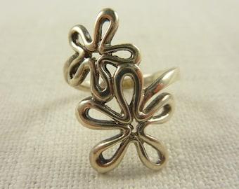 Size 8.75 Vintage Sterling Floral Design Ring
