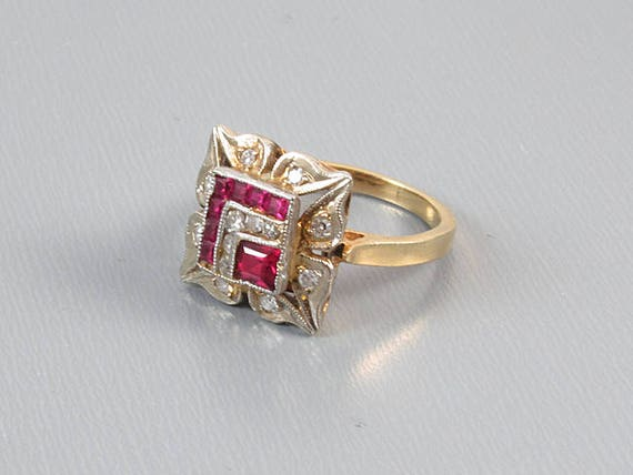 Vintage Art Deco 14k two tone yellow and white gold diamond and synthetic lab created flame fusion ruby pinky ring / size 3