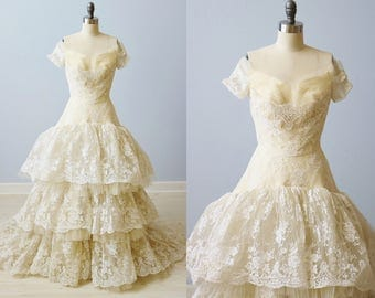 Vintage 1950s Lace Wedding Dress Gown / Ivory / Short Sleeves / William Cahill Wedding Dress