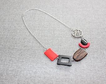 bijoux mode, collier court, bijoux fantaisie, fait au quebec, short necklace, collier noir, rouge, bois, mode jewelry, collier ajustable