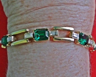 """Vintage  gold tone 7.5""""  bracelet with emerald green and clear rhinestones in great condition"""