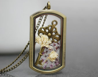 The key to the garden -   medallion necklace