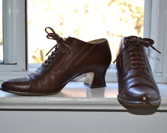 Vintage 80s Shoes - Pointy Toe Oxford Heels - Chocolate Brown Leather - Shaped Edwardian Heel - 7/7.5