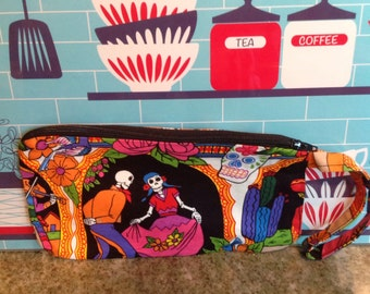 Handmade zippered wristlet.  Day of the Dead.  Dia de los muertos.  Fully lined.