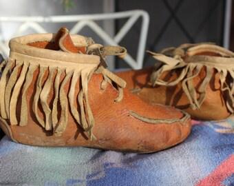 Moccasins Deerskin Fringe Women's size 5-6 Leather Lace up VINTAGE by Plantdreaming
