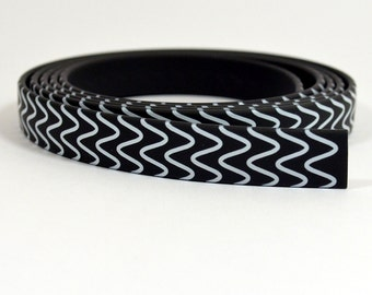 10mm Flat Vinyl - Wavy Lines Pattern - FNT10-1 - 8 Inch Length