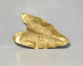 Calla Lily Brass Leaf Dish / Vintage VMC Big Golden Leaf Ring Holder Vanity Tray, Office Desk Accessory, Key Holder, Virginia Metalcrafters
