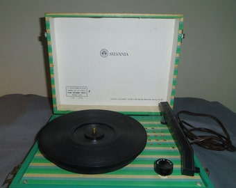 Record Player, Vintage 1950s Sylvania Turntable, Model 4P 1600A, AS IS (No Needle) Movie Prop, Photo Prop, Vintage Decor