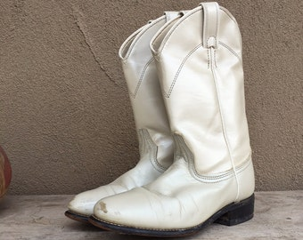 Vintage scuffed pearly white Laredo roper cowboy boot Women size 7 M, boho rockabilly distressed boot for wedding, cowgirl boot, roper boot