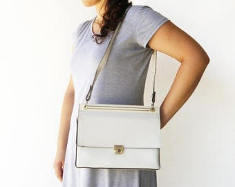 MOVING SALE Vintage 1960s White Bag / Faux Leather Bag
