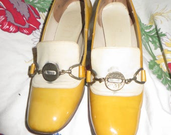 retro 50s round toe pumps  patent and leather  2 tone  by BOOTERY  by De Bois  sz 5 m