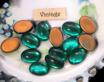 Vintage glass Cabochons,Emerald Cabochons,Oval 14x10mm,Green cabochons,Gold foil back,flat back,NOS Flat Back (619A)